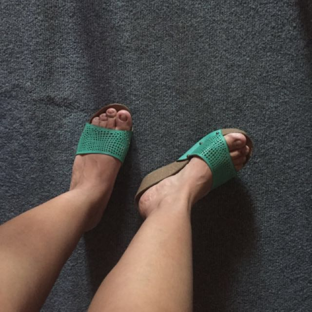 Unlisted by Mendrez green wedge sandals❤️