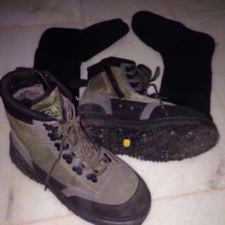 ORVIS Flyfishing Wading Boots c/w Neoprene Sock. Size 8 (Perfectly fit to person with size 7 for comfort)