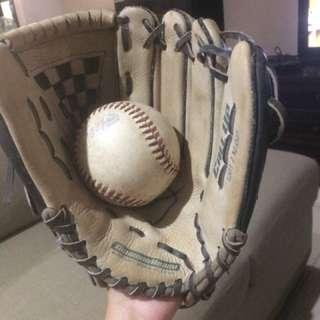 Glove Softball dan Bola Softball
