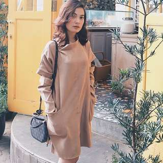 Dress in khaki/light brown color