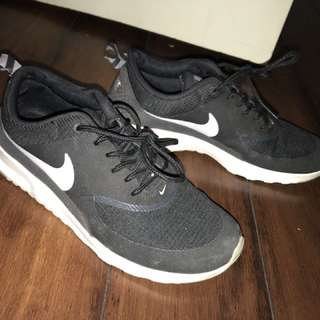 Lightly used NIKE Air Max Thea women's shoes