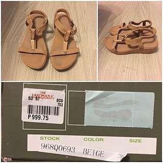 Finickee Beige Sandals