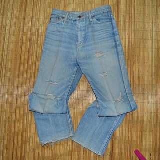 LEVI'S RIPPED JEANS 100% ORIGINAL SIZE S (27-28)