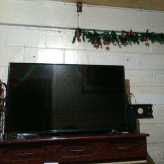 "*RUSH! Devant flat screen tv  ""49 inch issue-broken panel lcd"