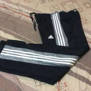 Adidas Original jogging pants fits large 32-34