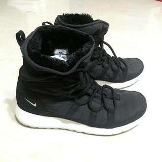 Nike出國必備保暖雪靴