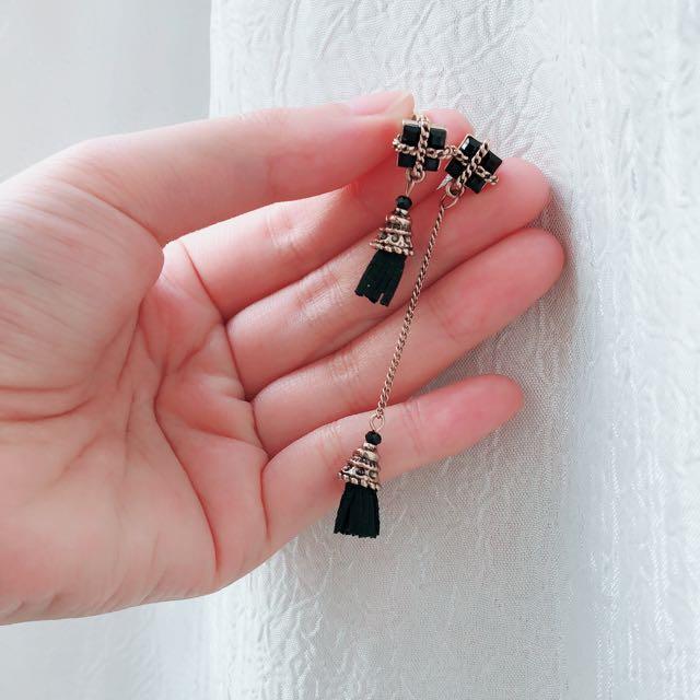 黑色個性耳環