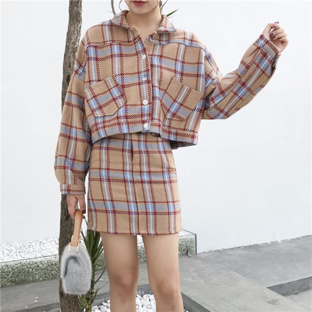(🌞)秋冬拼色格子套裝