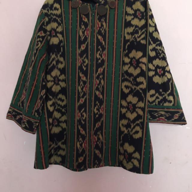 Baju etnik tenun