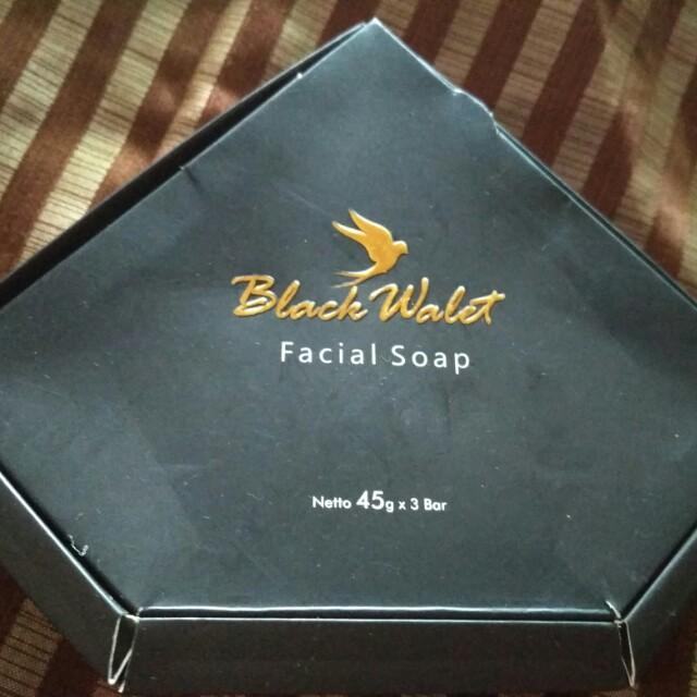 Black walet facial soap...baguss bngt buat wajah..bsa jd kinclong glowing gtu..buat badan juga bsa...