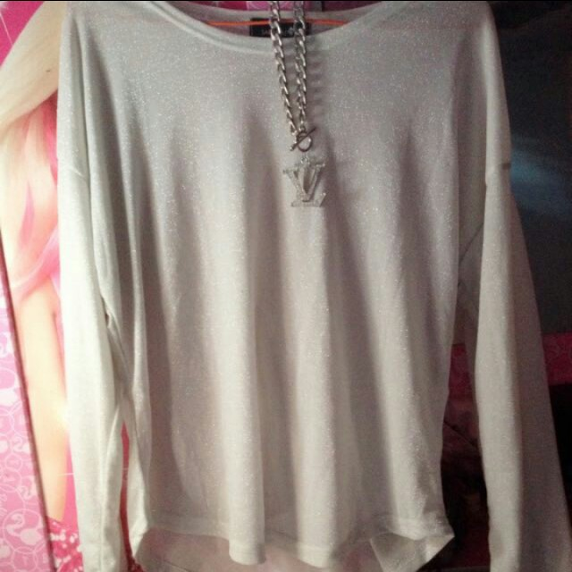 Blouse bling bling SARANAE + necklace LV