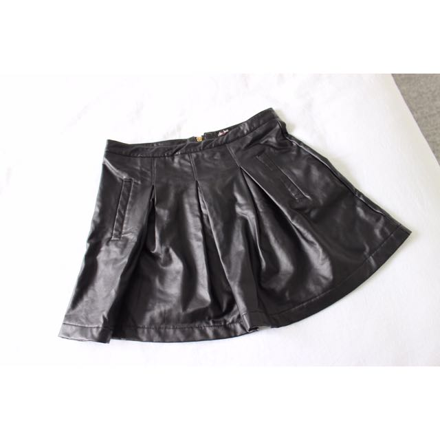 Chicabooti faux leather skirt