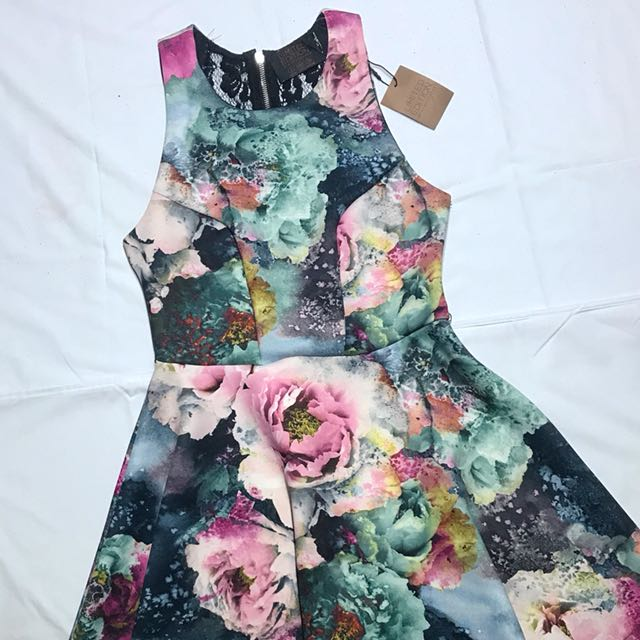 Get this Primark Printed Dress for only P650 and the Smoky Eyeshadow by H&M is yours for FREE!