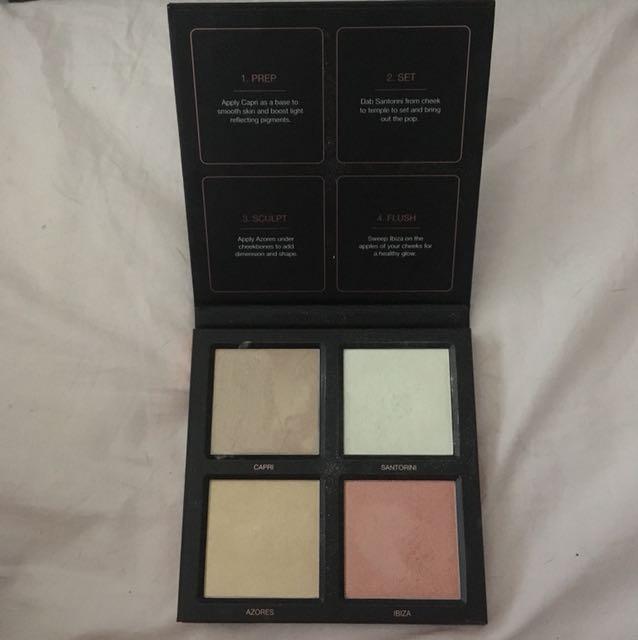 Huda Beauty highlight palette
