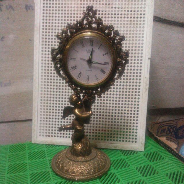 Jam Weker Antique Motif Eropa