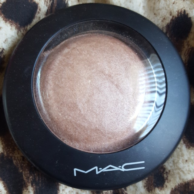 MAC Mineralised Skinfinish in Soft and Gentle