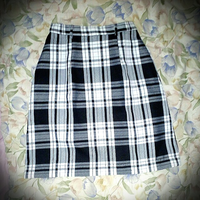 Rok kotak black n white