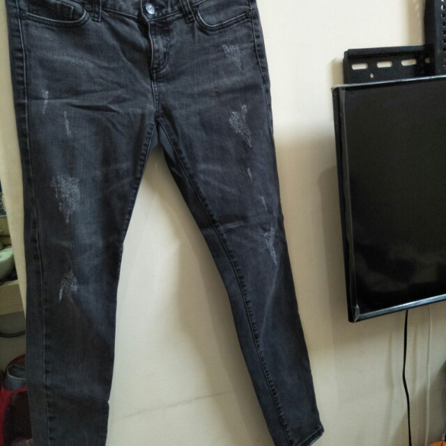 SALE 70K RIPPED JEANS
