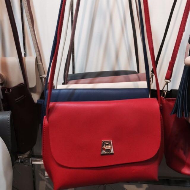sling bag red