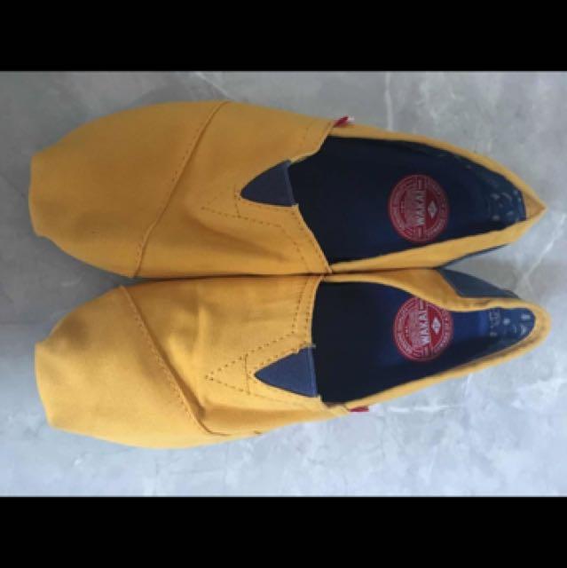Wakai yellow new size 37