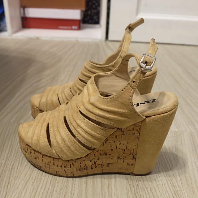 Zanea Nude Sandals