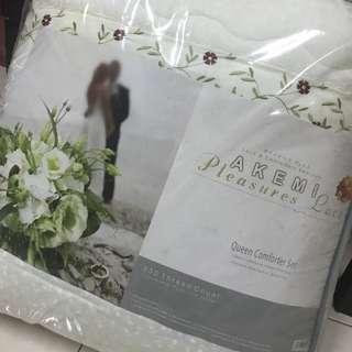 Akemi Queen Comforter Set