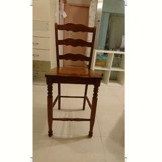 實木典雅精緻工藝木櫈,每張$180,共有4張,已售兩張,還剩2張,可分開買。