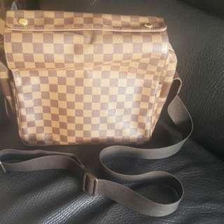 Lv 斜揹袋。男女合用