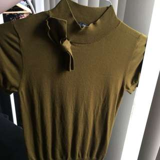 Cue olive green knit. Size Small