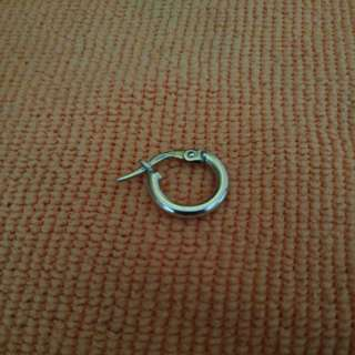 750%18k白k金(黃金成份750%)的單邊易釦耳環