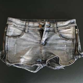 Celana pendek / hotpants merk avenue