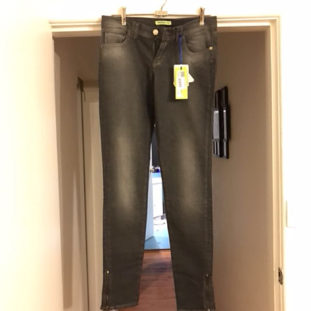 100% GENUINE VERSACE JEANS (CHARCOAL) SIZE 28