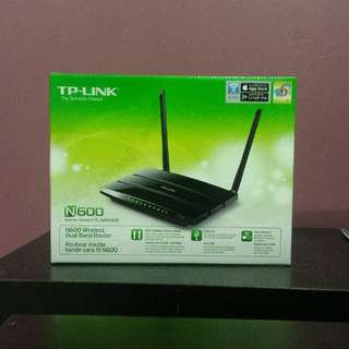 N600 Wireless Dual Band Gigabit Router.$35.00