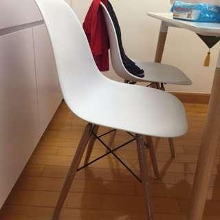 北歐白色實木桌椅 X 4 張