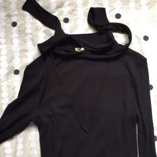 URBAN OUTFITTERS black v neck tee