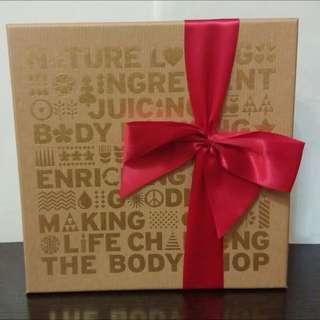 全新 The Body Shop 禮盒裝 淋浴露 磨砂 潤膚乳