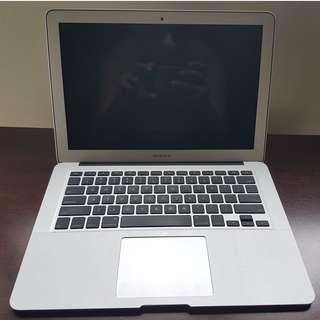 MacBook Air 13 inch i5 / 1.4Ghz / 4GB RAM / 256GB