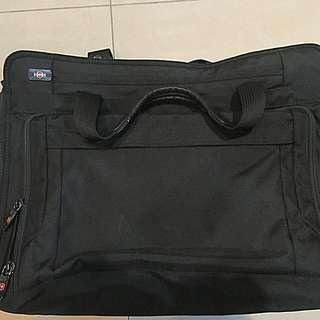 🚚 Victorinox  瑞士品牌維氏 防彈材質布料 15吋旅行用電腦公事包