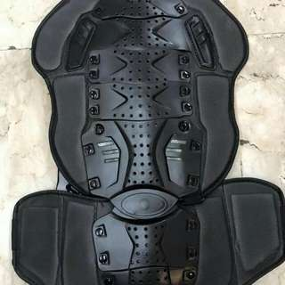 BACK PROTECTOR W/BEATSOLO2 HEADPHONE