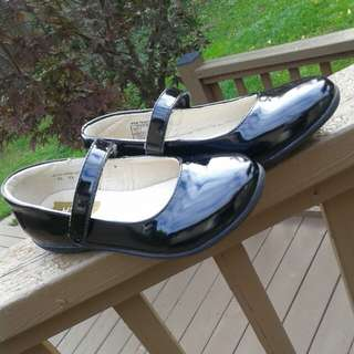 Umi size 33 patent leather girls shoes