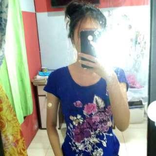 Kaos bunga biru