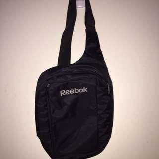 Reebok 側背包
