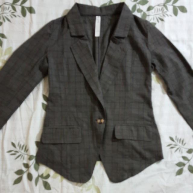 春秋季節適穿的外套 只穿過一次 無瑕疵幾乎近新 品牌在圖三 #外套特賣#雙十一大特賣 原價200