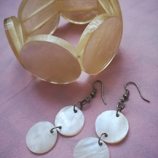 Bangle and earrings made from shells