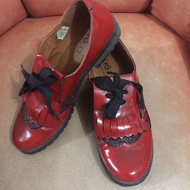 Branded Red Oxford Shoes | Broöch