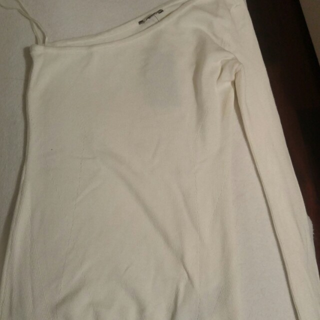 Guess white one sleeve sweater