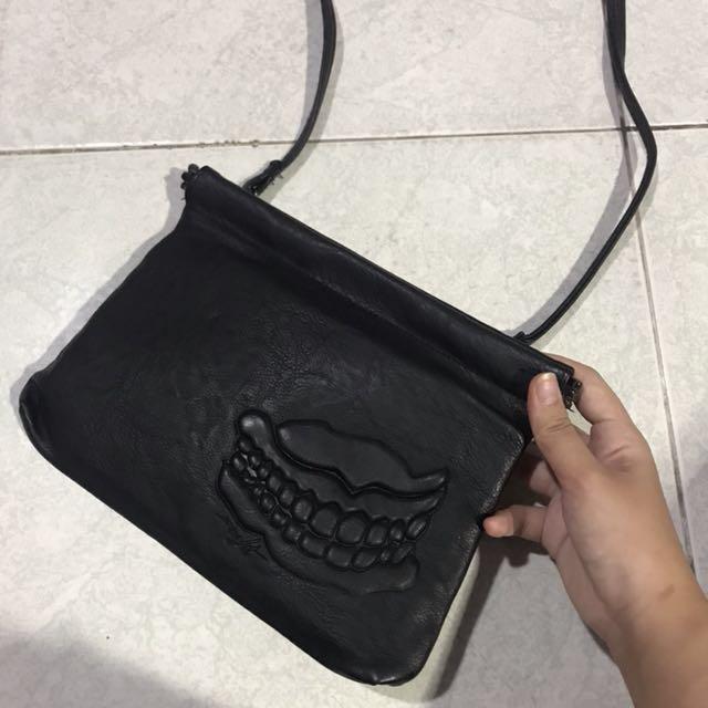 Insight sling bag