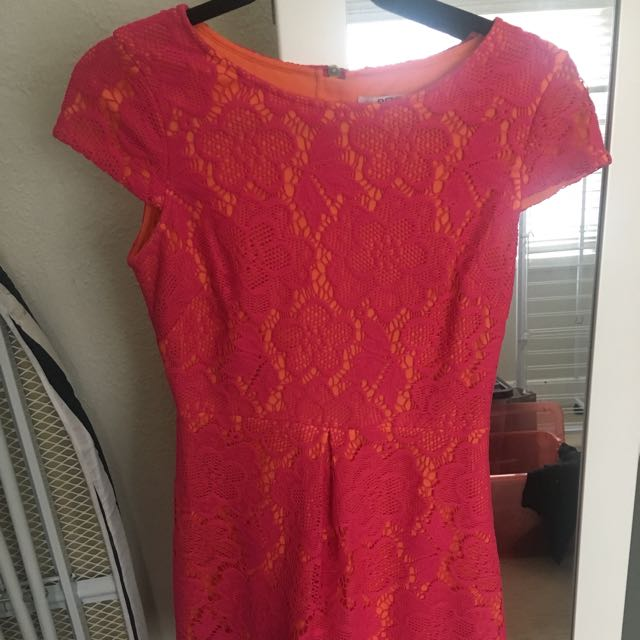 Review lace dress size 8