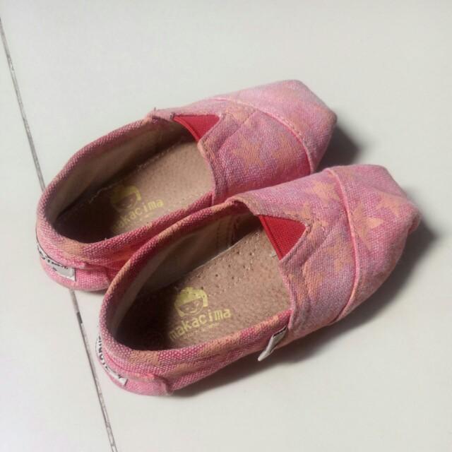 Sepatu makacima