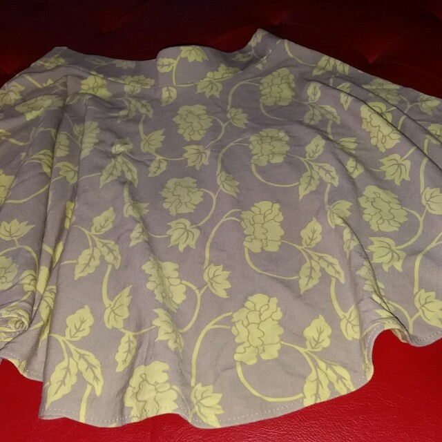Skaters skirt with yellow prints